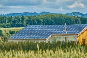 האם כדאי להתקין פאנלים סולאריים על הגג הפרטי עידן בן אור